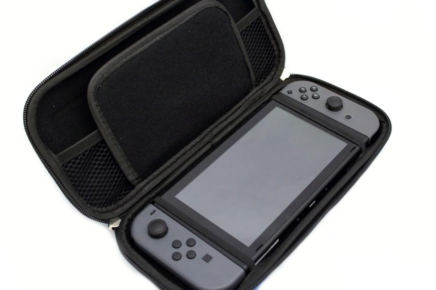Чехол для Nintendo Switch GameTraveler Case (Neon Red) 0